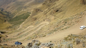 The_winding_road_up_Sani_Pass