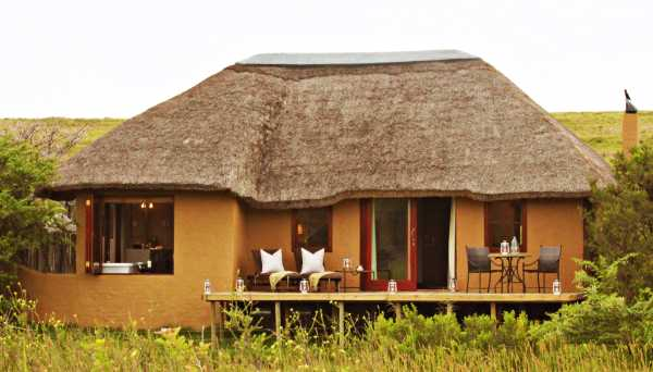 Hlosi Game Lodge suite accommodation