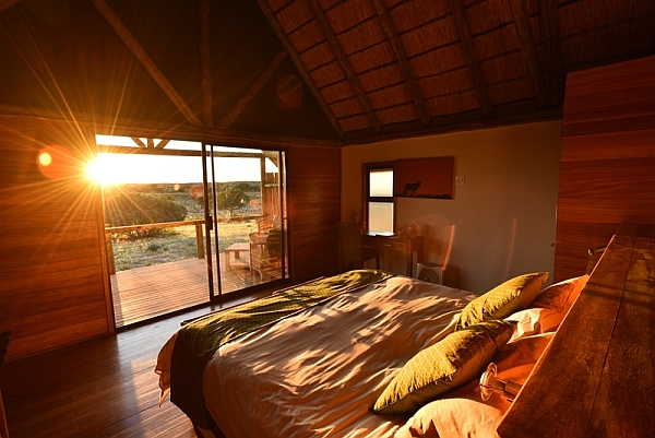 Ta Shebube Rooiputs accommodation - sunrise from bed