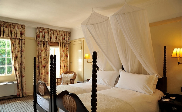 Victoria Falls Hotel accommodation - Standard twin room